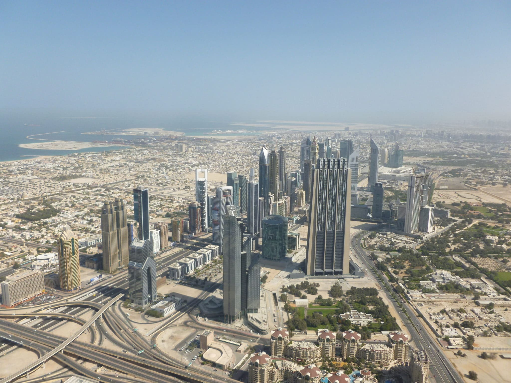 Let's get to know Abu Dhabi, Dubai and Sharjah better? - Wandering Life