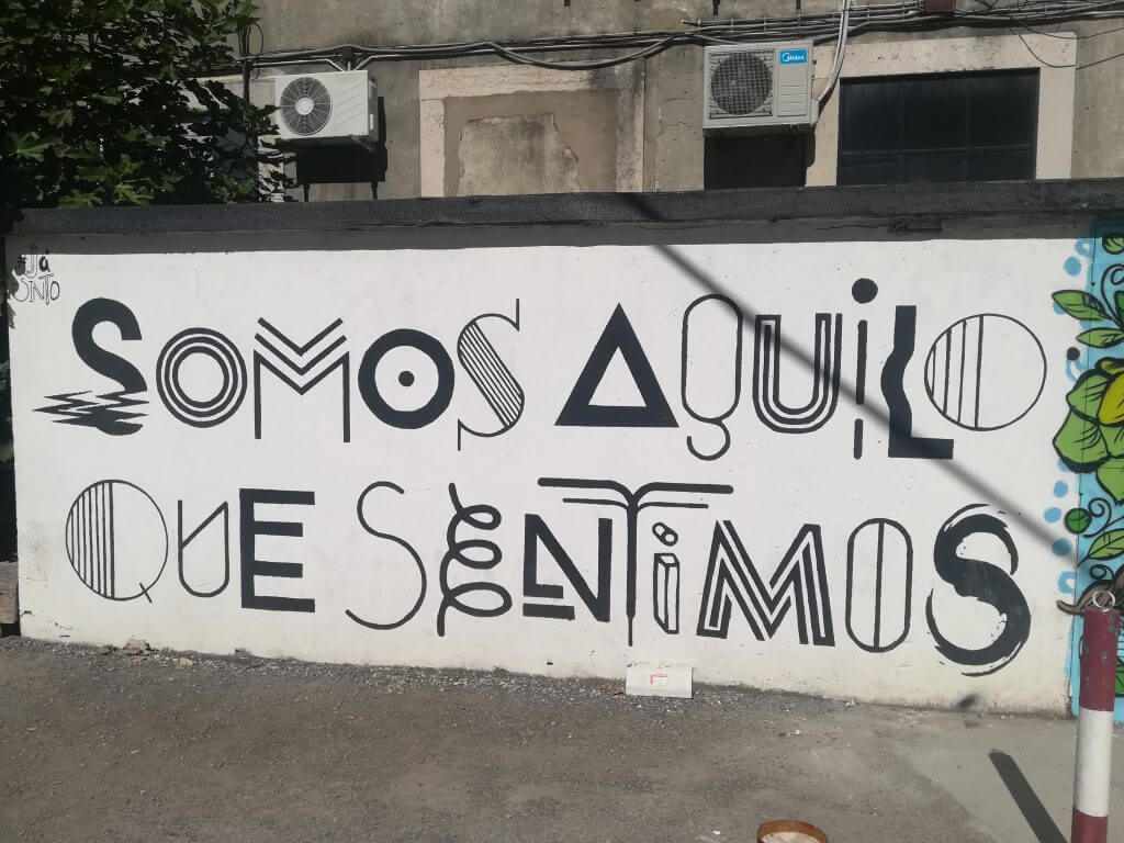 Frase escrita numa parede da Lx Factory