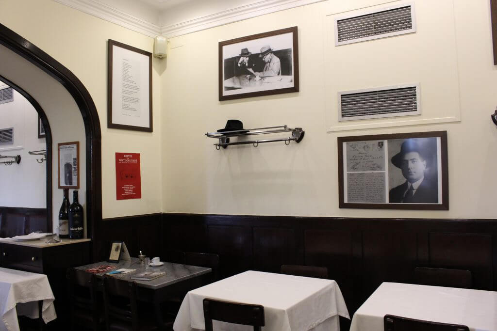 Usual table (without towel) in Martinho da Arcada