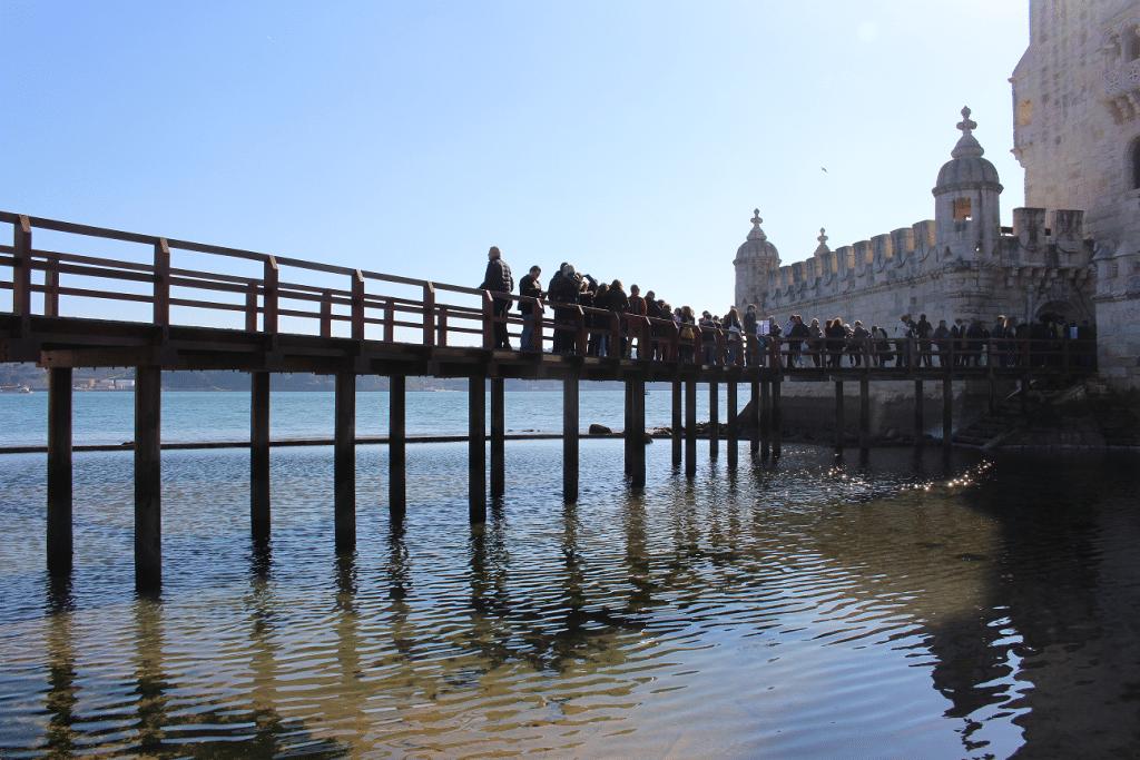 Ponte de madeira de acesso à Torre de Belém
