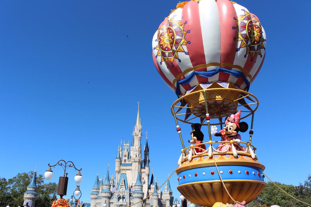 A história dos parques temáticos de Walt Disney