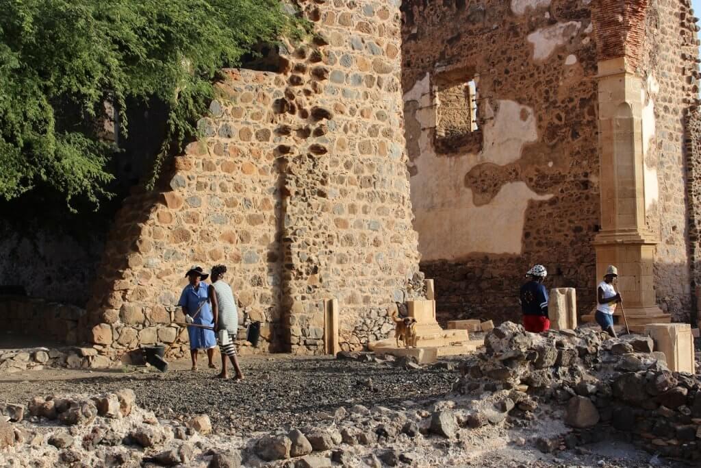 Ruínas na Sé Catedral, ilha de Santiago, em Cabo Verde