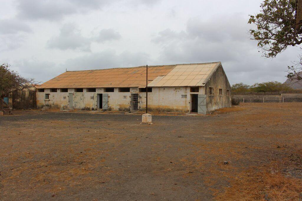 Edifício onde se encontrava a oficina, o refeitório, as celas e as celas disciplinares, ilha de Santiago, Cabo Verde