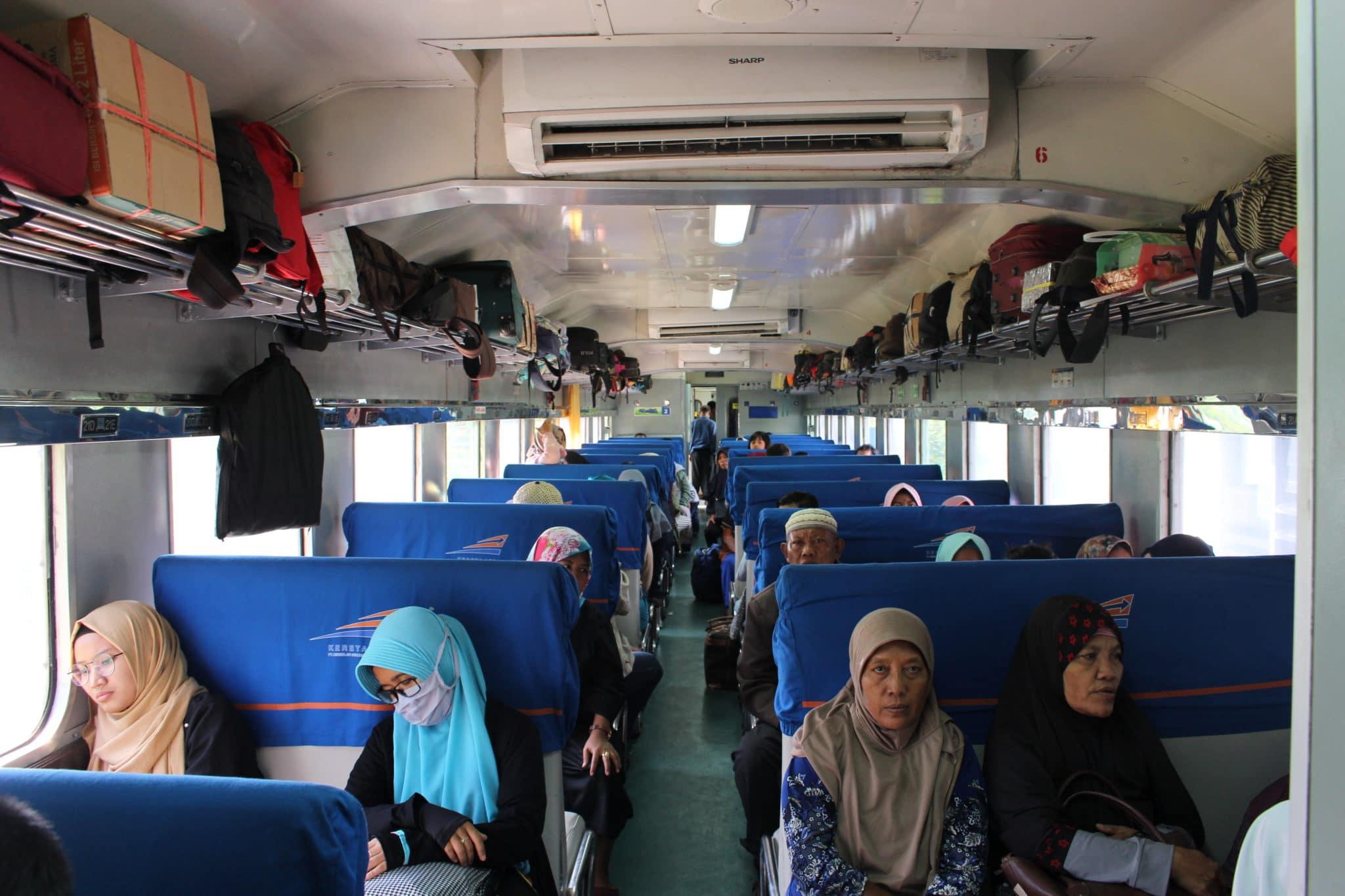 Interior de um comboio em Java