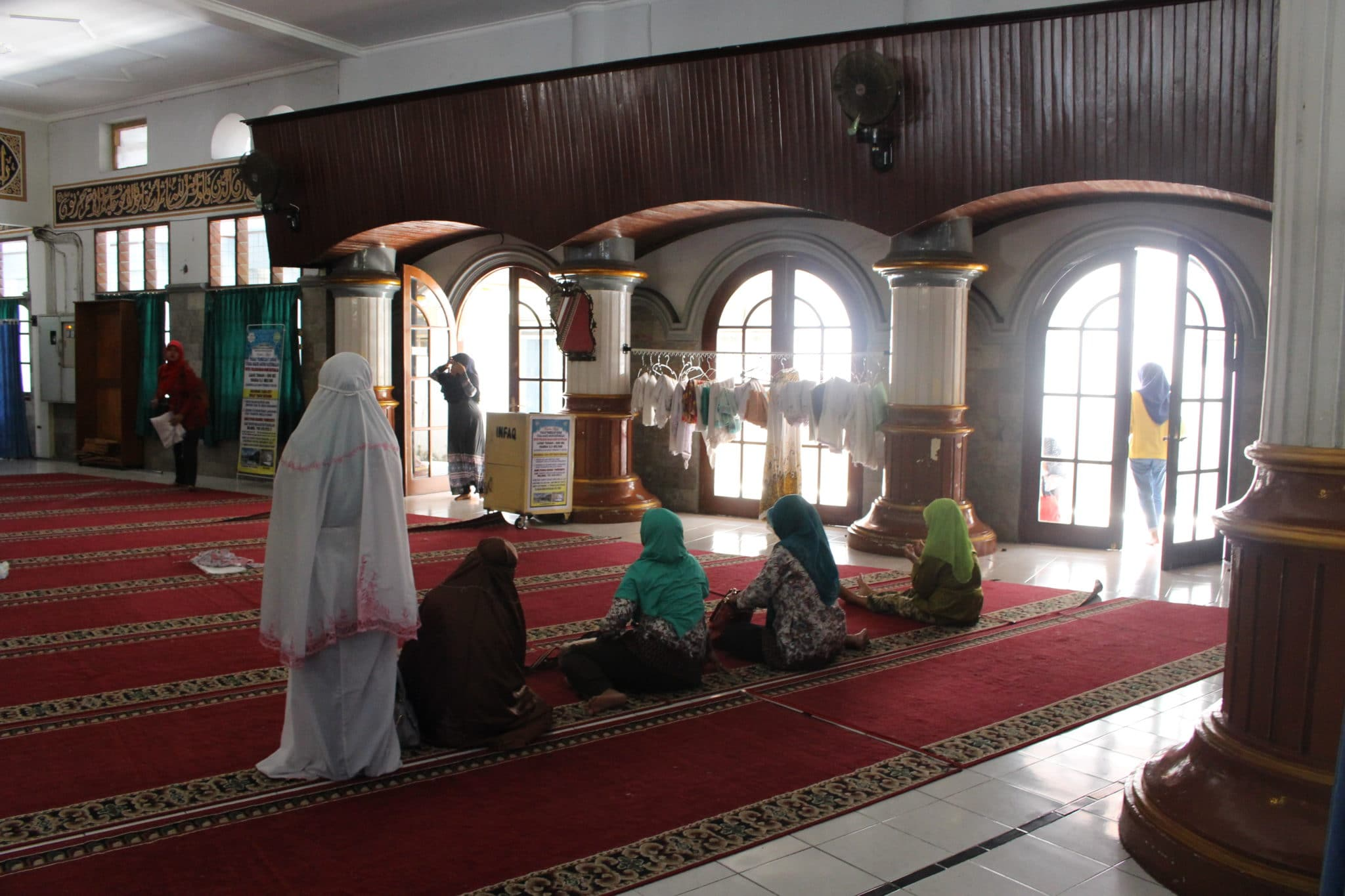 Zona exclusiva a mulheres, na mesquita de Pukowerto.