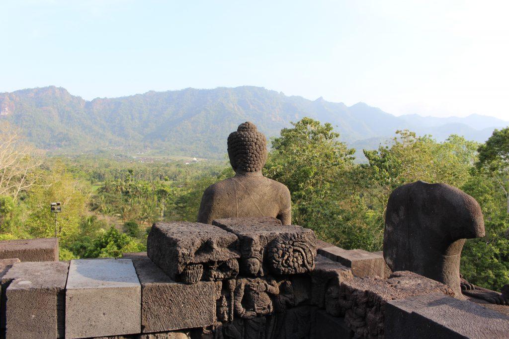 Pormenor no topo de Borobudur, Java, Indonésia