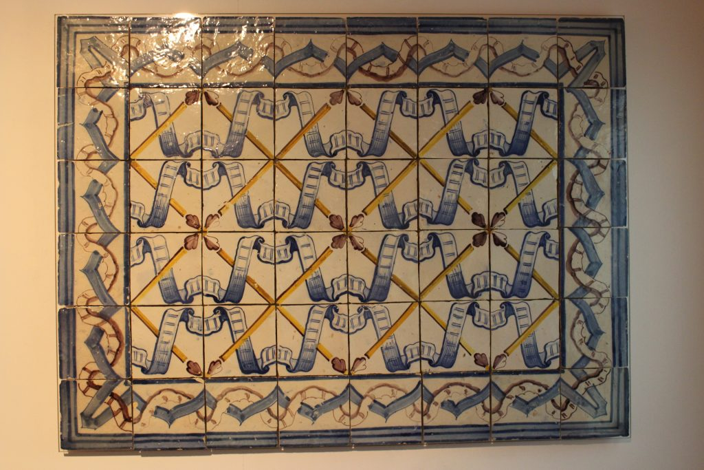 Panel with pombaline pattern