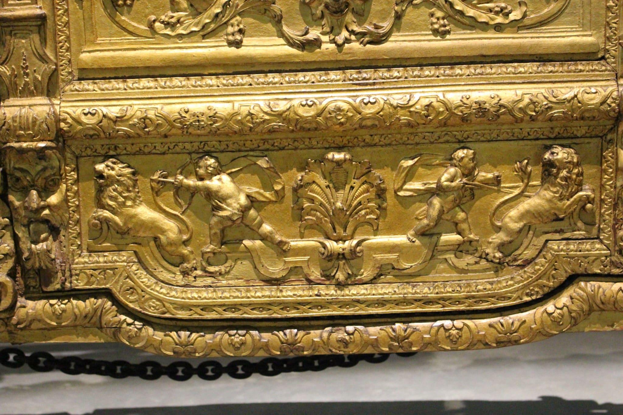 Pormenor da porta do Coche de Maria Ana de Áustria (Museu Nacional dos Coches)