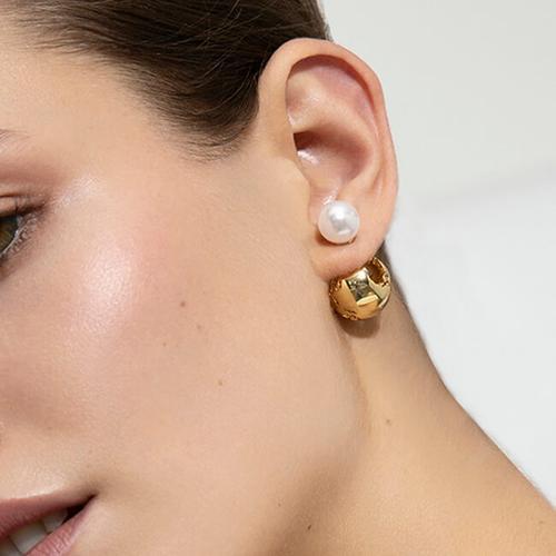 Globe Pearl Earrings - Luna collection (Source: Cristina Ramella)