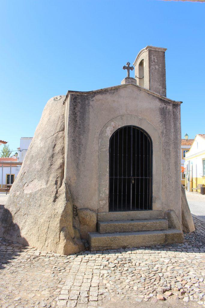 Anta Capela de S. Dinis, Pavia, Mora