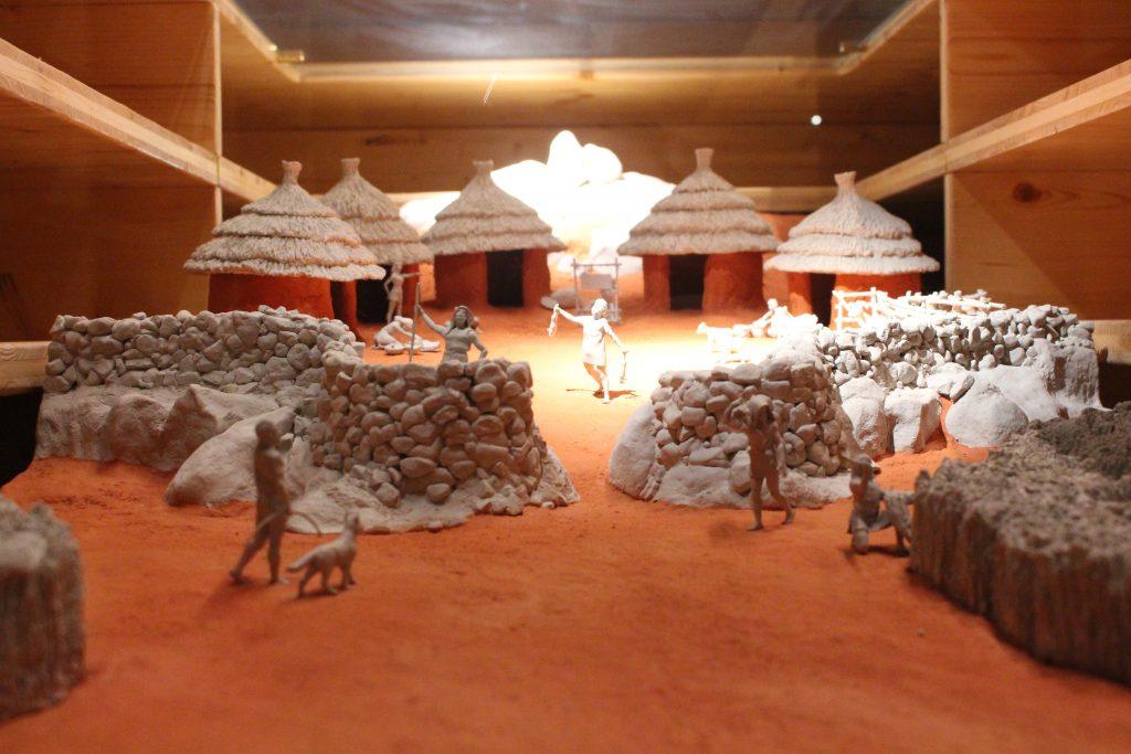 Reprodução de um povoado, Museu Interactivo do Megalitismo, Mora