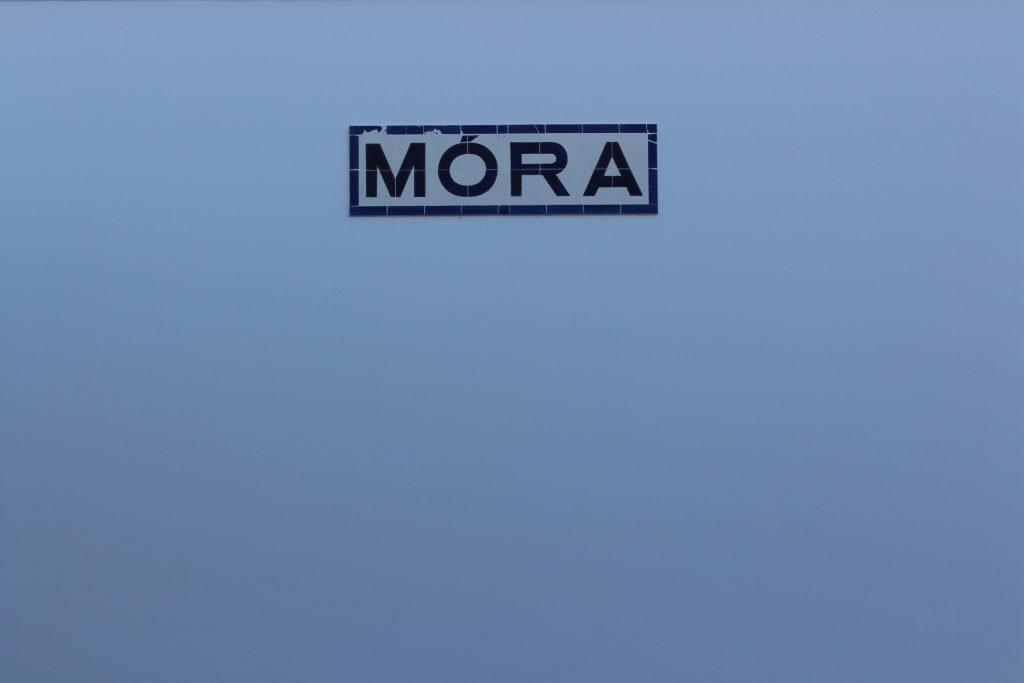 A palavra Mora na antiga estação de comboios