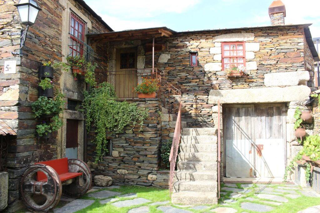 Casa da aldeia de Quintadona