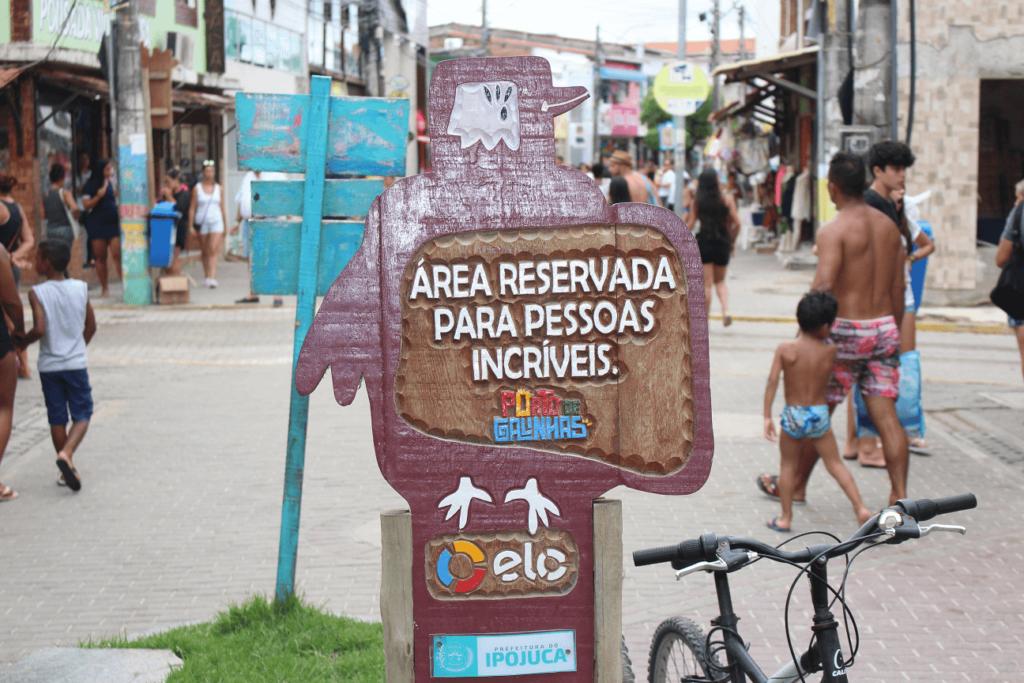 Uma das várias placas que exitem em Porto de Galinhas