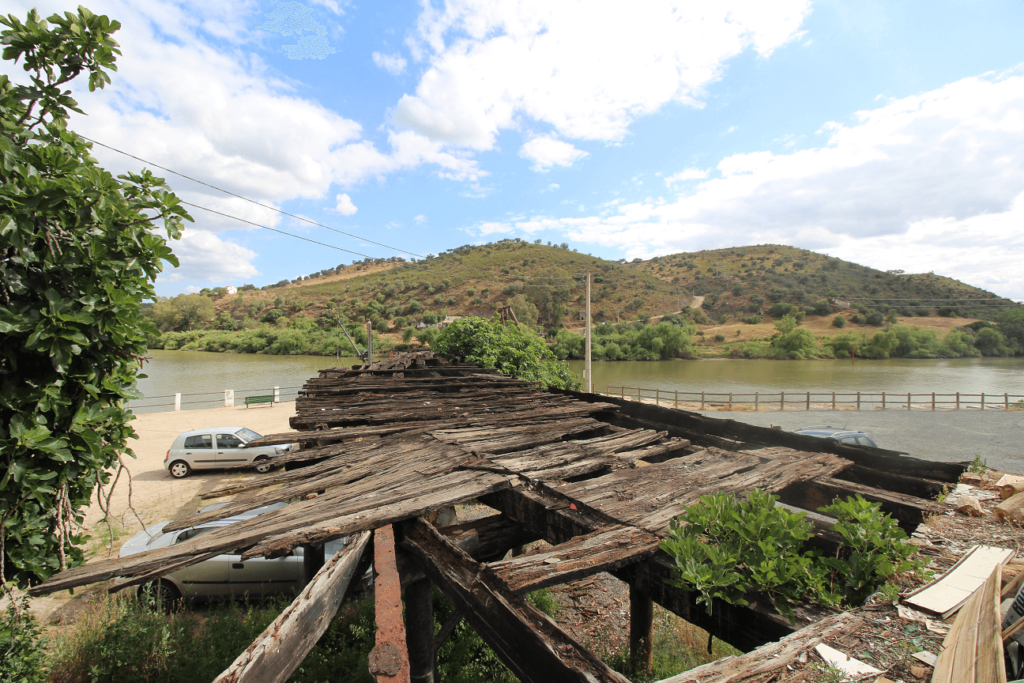 Antigo cais do Pomarão